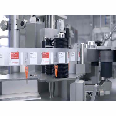 f_processo_produzione_sterili_riempimento_siringhe_etichettatura_1